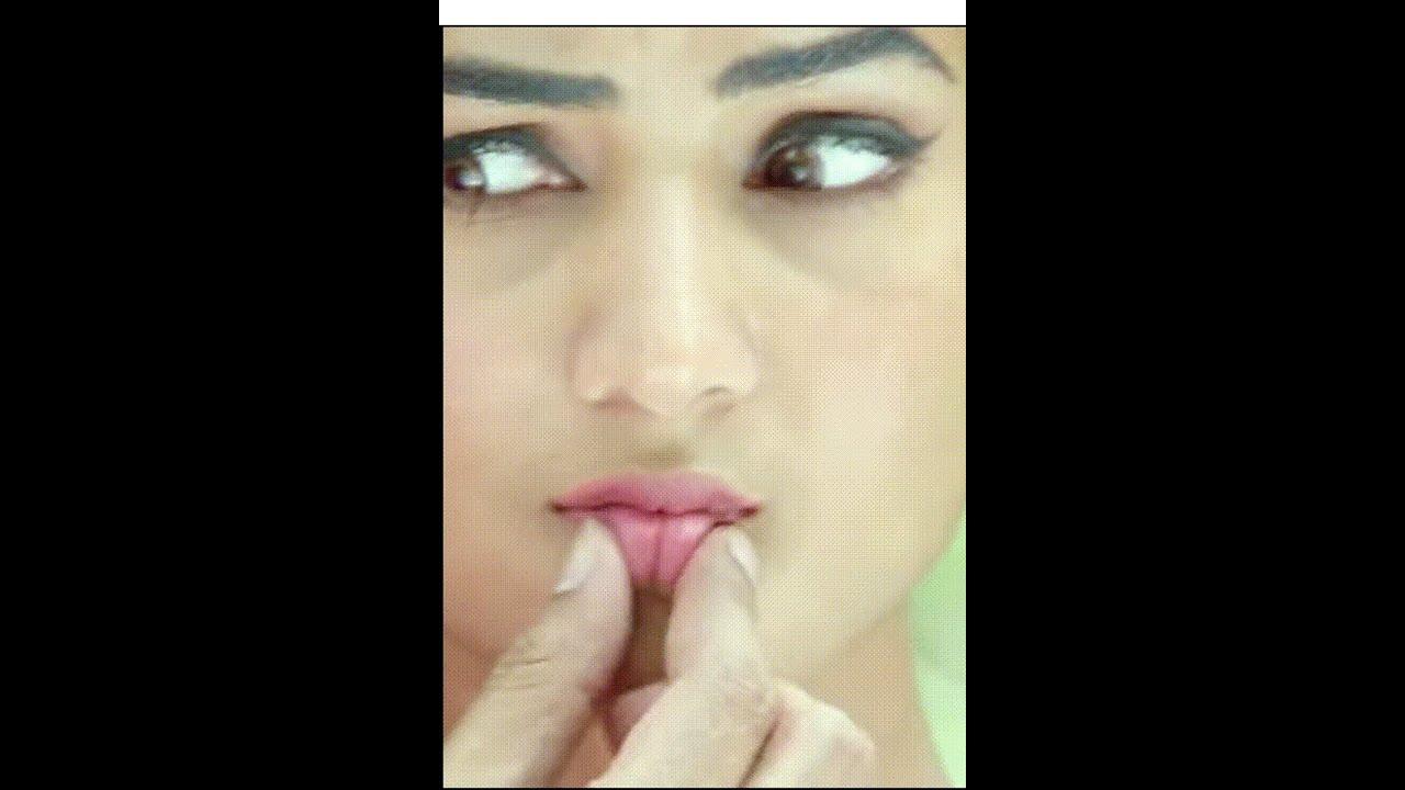 Download Sonal Chauhan lip crisp