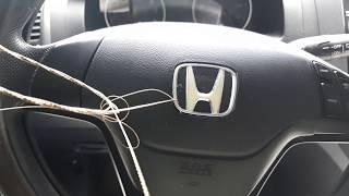 Демонтируем значок Honda на руле Honda cr-v.