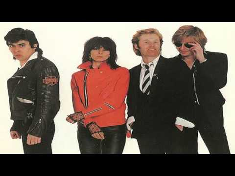 The Pretenders  Middle Of The Road