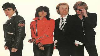 The Pretenders - Middle Of The Road (best audio)