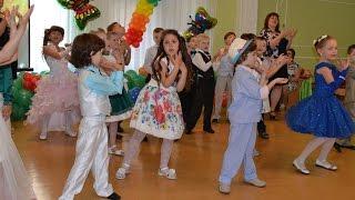 Игры с родителями, танец с веночками, песня \