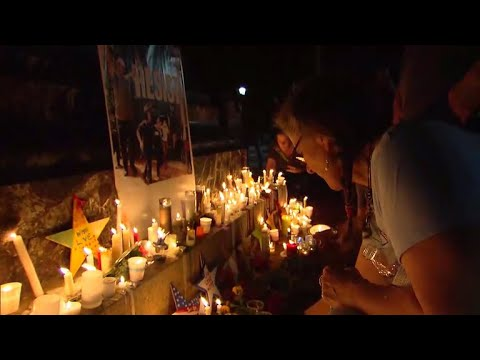 Download Youtube: Hundreds held a candlelight vigil in Charlottesville