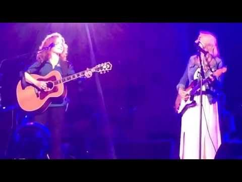 Bonnie Raitt, Susan Tedeschi, Derek Trucks in Holland - Angel from Montgomery (HD)