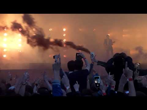 Arctic Monkeys - Do I Wanna Know? [Live at Finsbury Park, London - 24-05-2014]