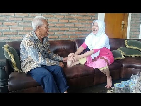 Terapi Pijat Refleksi Pak Haji Dana - Belum Dipijat Sudah Ketawa 😅