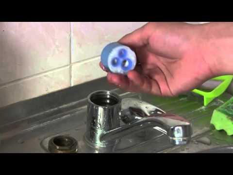 Как разобрать кран в ванной однорычажный видео