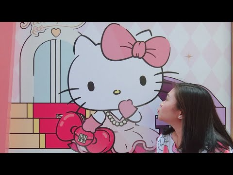 Hello kitty at Universal studios Singapore❤️❤️❤️