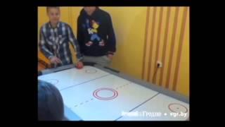 В понемуньский детский дом передали стол для аэрохоккея(, 2014-03-23T11:14:00.000Z)