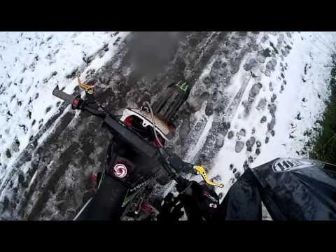 Pit bike mayhem uk #4 : playtime in the snow, Pit bike fail.