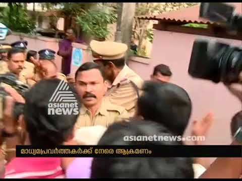 Gauri Neha suicide: Reporters attacked in front of Kollam court