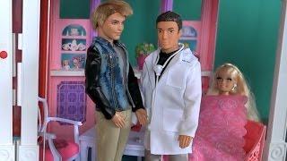 Видео с куклами Барби, сери 444, Доктор для Барби, Барби очень слабая после своих приключений