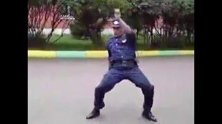 Менты жгут. Менты танцуют