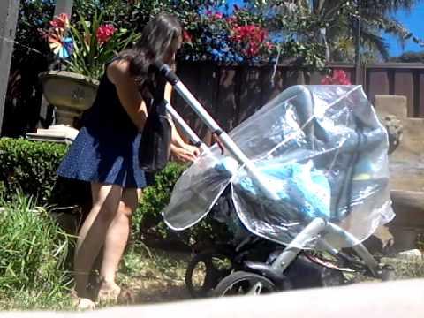 Как одевать накидку от дождя на коляску