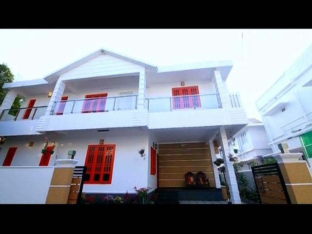 2300 SqFt 4 BHK Home in 4 Cents in Ernakulam | Dream Home 4 Feb 2017