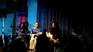 Malayo Pa Ang Umaga - Dodong Cruz & Triangle Trauma [Live Tunog Kalye]