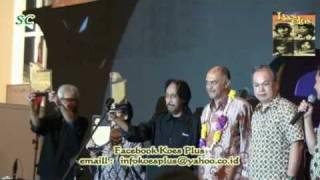 Koesplus Menerima Penghargaan Archipelago Award 2009 sebagai Band Legendaris Indonesia