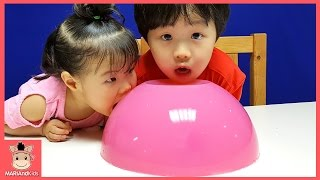 10KG 초대형 거대 푸딩 젤리 만들기 도전! 그속에 서프라이즈 캡슐 가챠뽑기 장난감 놀이 DIY Giant Jello Jelly | 말이야와아이들 MariAndKids