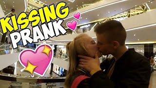 KISSING PRANK | РАЗВОД НА ПОЦЕЛУЙ | РАЗВЁЛ ШКОЛЬНИЦ | SEX PRANK