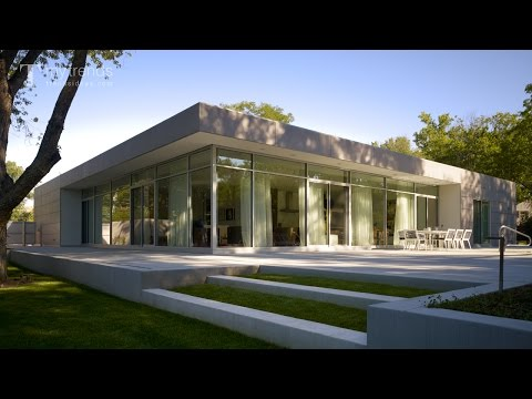 Modern Chicago home design provides ideal interiors for disp