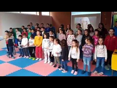 Os rapaces do Ceip Terra Chá de Román 'senten' o galego