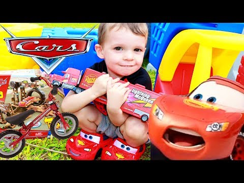 Disney Cars 3 TOYS Scavenger Hunt 🚗 World's Biggest CARS 3 Movie Egg McQueen Sally Mater
