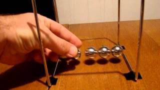 Newtonovo klatno - Newtonovo njihalo , Njutnovo klatno - pokus fizika - žuta zbirka