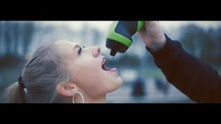 Barry Badpak ft. Vlijmscherp - Hockey Meisjes (Official video)