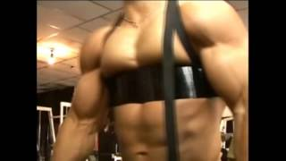 Bodybuilder training in the gym