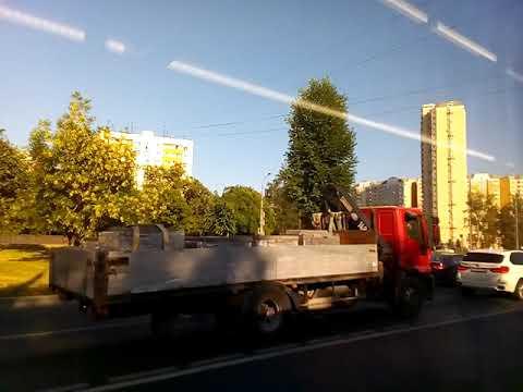 Москва 296 улица Дмитровское шоссе из окна автобуса Т36 вход на станцию метро Селигерская летом днем