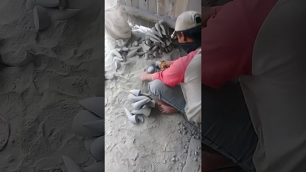 Mengintip Workshop MunTHuCom: Proses Penghalusan Ulekan Batu Kali dengan Gerinda