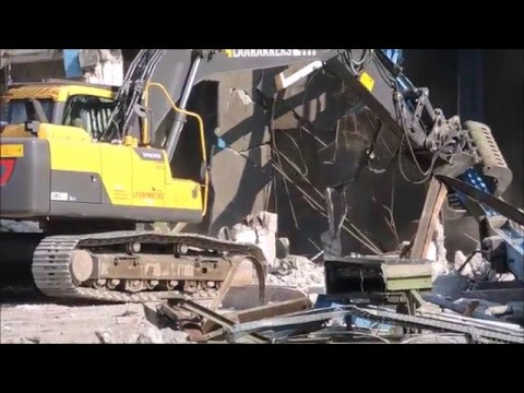 Excavator Volvo EC 220 und EC 700 at demolition site