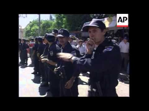 EL SALVADOR: CITY WORKERS CONTINUE PROTEST AGAINST JOB CUTS