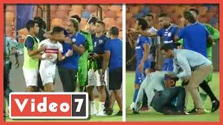إمام عاشور يلقى زجاجة مياه في وجه لاعب أسوان بعد مشادة مع مدحت عبدالهادى