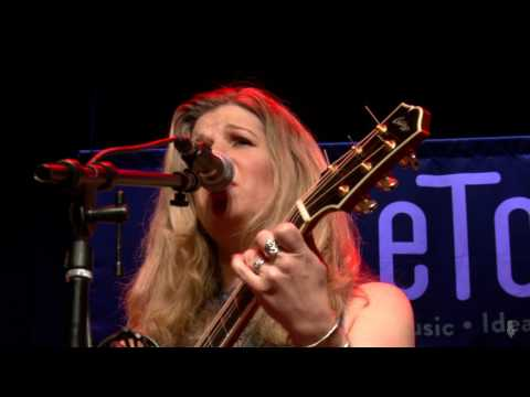 Dar Williams - Emerald (eTown webisode #1113)