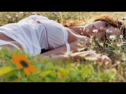 Видео обои - Девушка в цветах