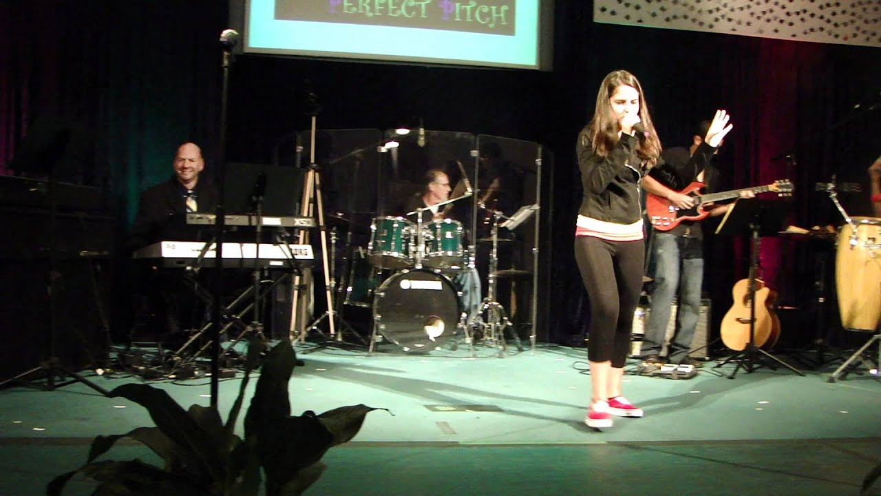 Payphone by Julia Levy at Perfect Pitch live band show - Maroon 5 cover - YouTube