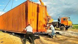 Соседи смеялись когда семья строила ДОМ из КОНТЕЙНЕРОВ А сейчас все хотят зайти внутрь этого ЧУДА