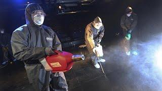شاهد: تعقيم وتطهير الشوارع بمدينة ييتشانغ الصينية لاحتواء انتشار فيروس كورونا …
