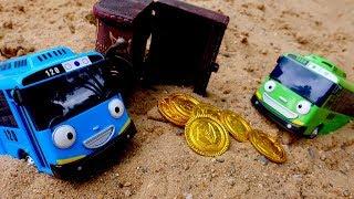 Видео для детей. Автобусы Тайо нашли сокровища в песочнице.