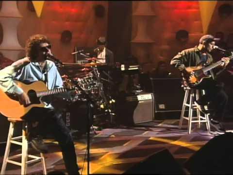 Entre Canibales - Soda Stereo [Versión inedita, audio sin retocar] MTV Unplugged - HQ