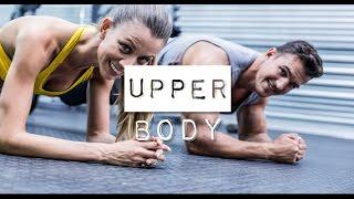 Workout um Brustmuskeln aufzupumpen, den Bauch stählen und die Arme in Form bringen!
