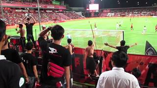 ムアントンユナイテッドゴール裏応援風景(タイサッカーリーグSCGスタジアム:ホーム側)
