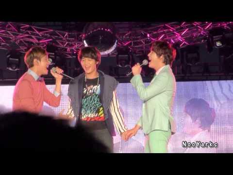 [Fancam] 121125 Changmin & Kyuhyun ft. Minho - Just The Way You Are #SMTBKK