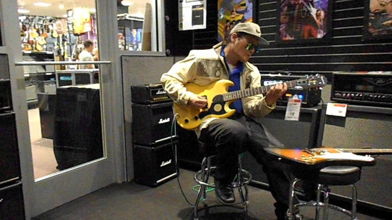 testing out playing the epiphone sg junior in tv yellow at g c 1 sept 14 2012 big will. Black Bedroom Furniture Sets. Home Design Ideas