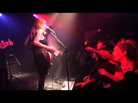Hole - Celebrity Skin live (solo vocal & guitar mics)