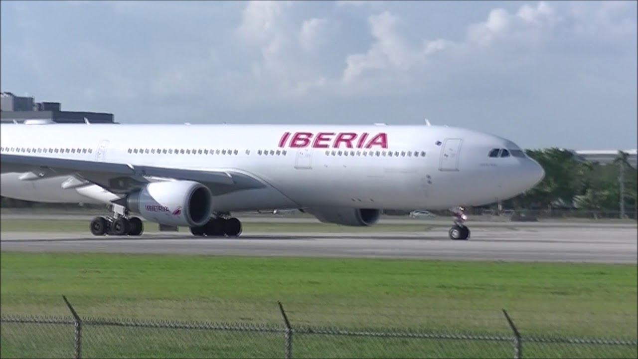 iberia airlines departing at miami international airport mia plane spotting youtube youtube