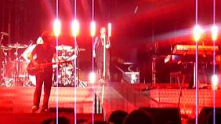 Kelly Clarkson - Patriot Center 10/9/09 - Seven Nation Army (with DJ intro)