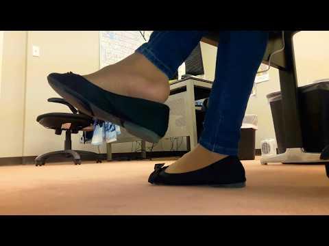 Barefoot pedal pumping red toenails part 1 wwwprettyfeetvideocom - 2 8