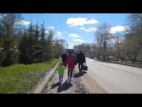 Омутнинск. Посадка в автобус на улице Юных Пионеров