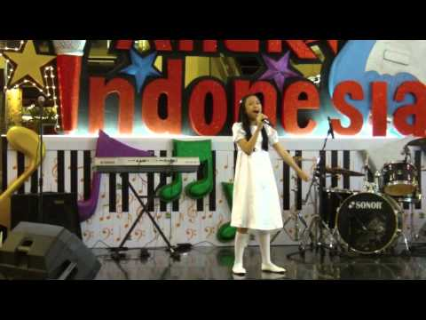Akilah sings Indonesia Jaya